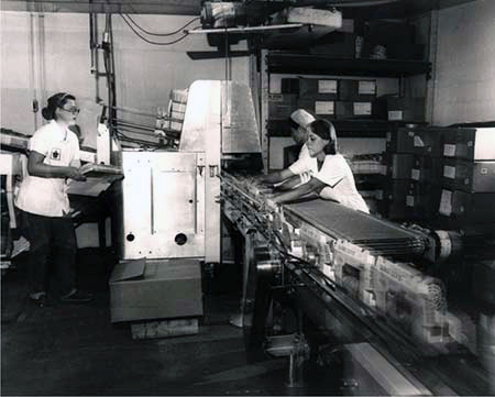 Historical photo working on the conveyor belt